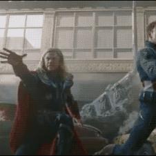 Avengers-blooper-Thor-drops-hammer