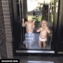 공격 당하는 아기들