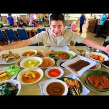 Indonesian Food in Padang - WORLD'S BEST HALAL RESTAURANT : Nasi Padang in West Sumatra (SPICY!)