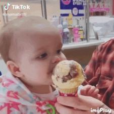태어나서 아이스크림을 처음먹어본 아기