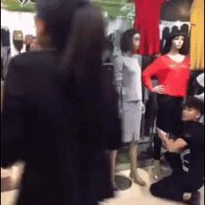 Mannequin-clothes-kick