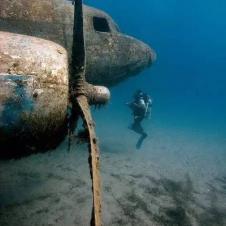 바다밑에 가라앉은 비행기