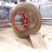 모양변화가 가능한 에어리스 체인 메일 타이어(Airless Chainmail Tire)