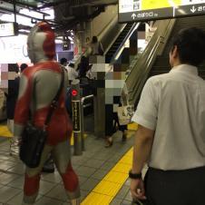 일본 지하철에 출몰한 울트라맨
