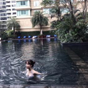 수영하는 민아