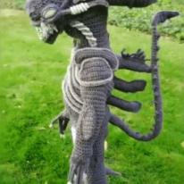 뜨개질로 만든 에이리언