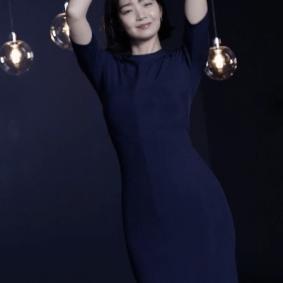 원피스 입고 춤추는 신민아